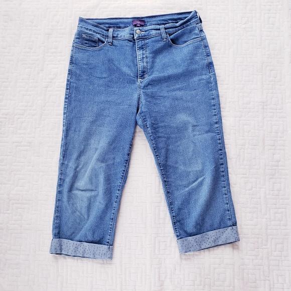 b3da3516976 NYDJ Rhinestone Hem Denim Crop Capri Jeans. M 5b7979da534ef95a8904f360